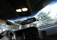 Dobelē autovadītājs nedod ceļu citam šoferim, izraisa sadursmi un pamet negadījuma vietu