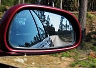 Aizkrauklē vairākām automašīnām nozagti atpakaļskata spoguļi