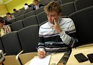 Valdība nevienojas par papildu finansējumu, lai nesamazinātu valsts finansēto studiju vietu skaitu
