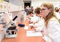 Pētījums: Dabaszinātņu jomā Latvijas skolēnu sasniegumi ir viduvēji