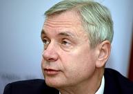 Desmit Saeimas opozīcijas deputāti pieprasa Šadurska atvainošanos par sākotnēji nekorektu 1,7 miljonu eiro sadalījumu pedagogu algām