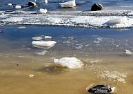 Jēkabpilī aizliedz atrasties uz Daugavas un Pils dīķa ledus