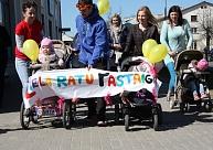 """Valmieras jaunie vecāki apvienojās """"Lielajā ratu pastaigā"""""""