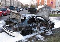 Uz aizdomu pamata par ļaunprātīgu automašīnu dedzināšanu Liepājā aizturēts vīrietis