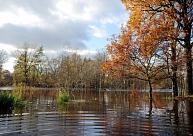 Vairākās Kurzemes upēs strauji ceļas ūdens līmenis; visvairāk lijis Ventspilī