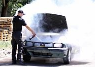 Par automašīnas aizdedzināšanu un pretošanos policijas darbiniekiem Grīziņkalnā aizturēts vīrietis