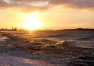 Gaisa temperatūra saullēktā no +13 līdz +21 grādam; Austrumlatvijā nedaudz līst