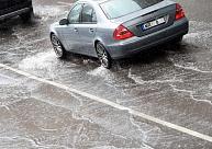 Atsevišķās vietās piektdien gaidāmas spēcīgas pērkona lietusgāzes