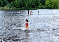 Ūdens temperatūra jūrā, upēs un ezeros tuvu +20 grādiem