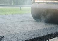 Pirmo reizi Latvijā ceļa pamatu stabilizēšanai purvainā posmā izbūvēs kolonnas