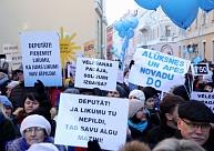 Pildot solīto, valdība atbalsta finansējuma pārdali pedagogu algu palielināšanai līdz 750 eiro šogad
