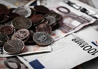 Eigimu apsūdz par 10 000 eiro kukuļa pieprasīšanu un astoņu patronu glabāšanu