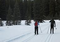 Distanču slēpošana iesācējiem: Kas jāzina, kā sākt, kur braukt?
