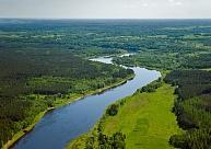 Unikālās ainavas un meandri dabas parkā Daugavas loki