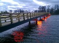 Alūksnē pielieto jaunu tehnoloģiju - uzbūvē tiltu, nemainot ezera gultni un krastus
