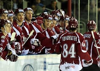 """Rīgas """"Dinamo"""" hokejisti zaudē arī KHL līdervienībai """"Lokomotiv"""""""