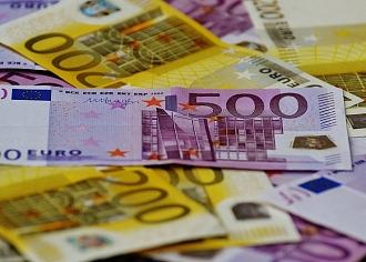 Eirozonas patērētāju pārliecībai kritums trešo mēnesi pēc kārtas
