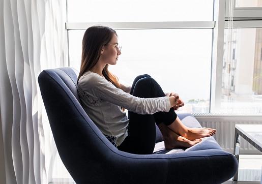 Kā izvairīties no depresijas un trauksmes mājsēdes laikā? Stāsta psiholoģe