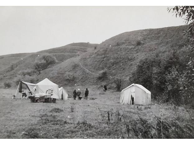 M. Apinis. Aizkraukles ekspedīcijas nometne (1971)