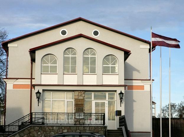 Kandavas novada domes ēka.