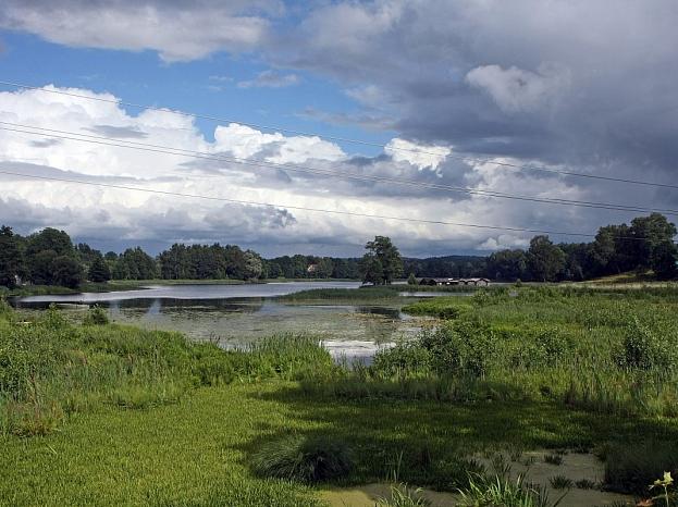 Skats uz Āraišu ezeru un Āraišu ezerpili.