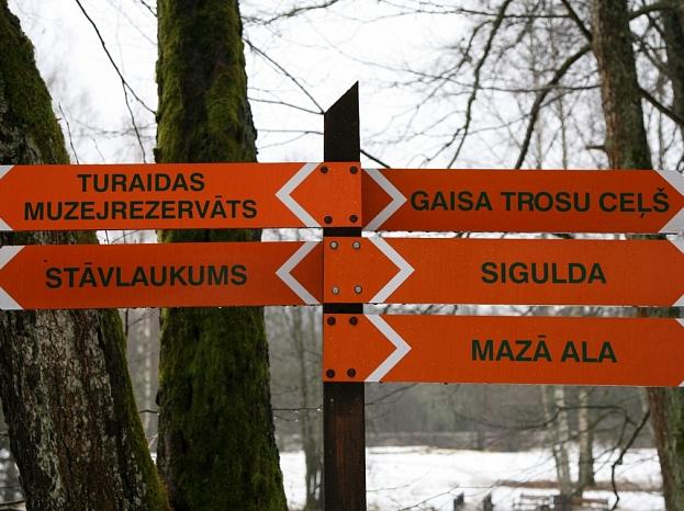 Norādes Gaujas Nacionālā parkā Siguldā.