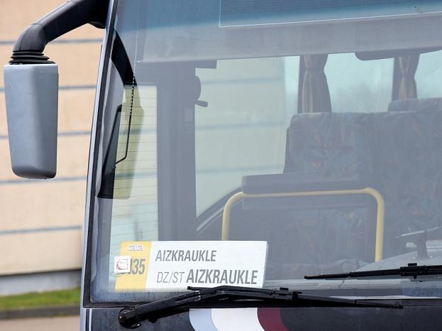 Autobuss.