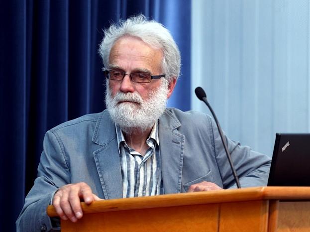 Tēlnieks, Pedvāles Brīvdabas mākslas muzeja direktors Ojārs Feldbergs