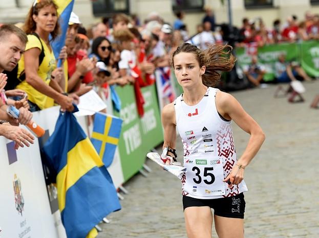 Latvijas orientieriste Sandra Grosberga Pasaules čempionāta orientēšanās sportā sprinta fināla finiša taisnē.