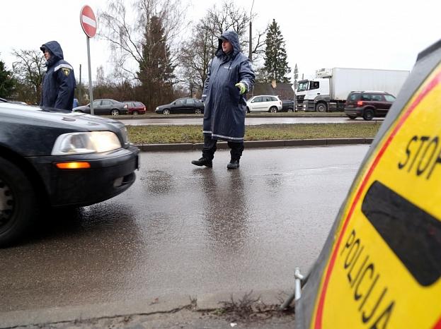 Valsts policijas svētku laikā rīkotais profilaktiskais reids Ulmaņa gatvē, lai konstatētu transportlīdzekļu vadītājus, kuri spēkratu vada alkohola, narkotisko vai citu apreibinošo vielu ietekmē.