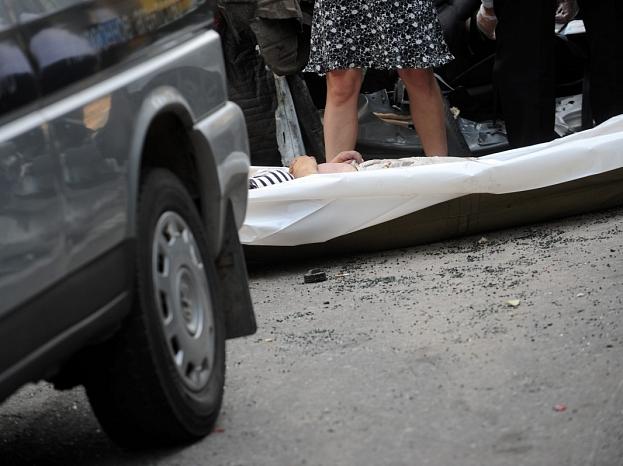 Rīgas apvedceļa krustojumā ar autoceļu Rīga-Ērgļi notika kravas un piecu vieglo automašīnu sadursme, kā rezultātā bojā gājis viens cilvēks, bet vairāki cilvēki cietuši.