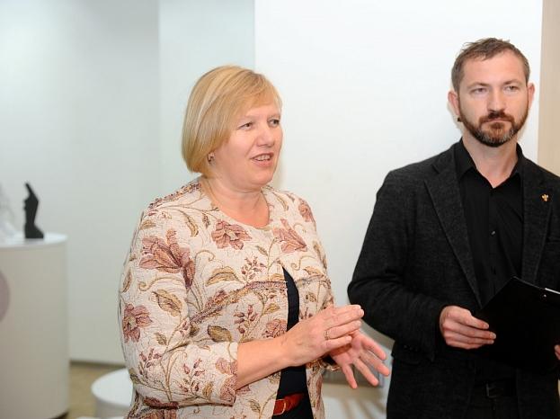 Daugavpils domes izpilddirektore Inga Goldberga un Daugavpils Marka Rotko mākslas centra vadītāja vietnieks Māris Čačka.
