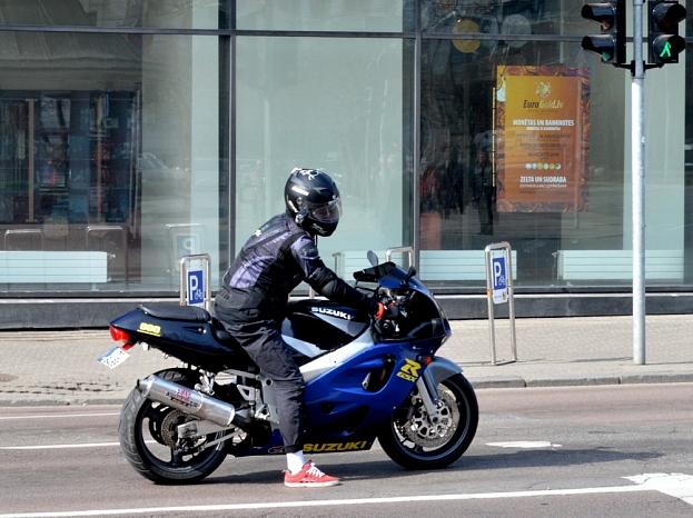 Motociklists.