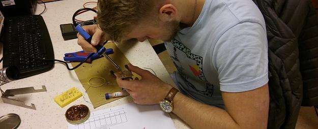 VeA notiek praktiskās elektronikas kursi vidusskolēniem