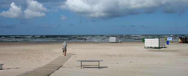 Jūras piekrastē joprojām saglabājas spēcīgas vēja brāzmas