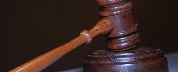 Krimināllietā par netiklām darbībām pret saviem bērniem apsūdzētais sniedz liecības