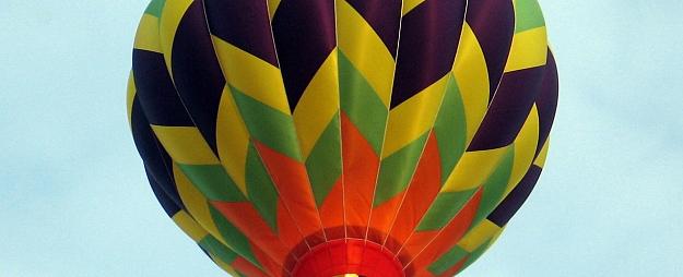 Februārī Sēlijā cer sasniegt jaunu Ginesa rekordu, lidojošā gaisa balonā salaulājot visvairāk pāru