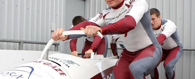 Žaļima pilotētais bobsleja divnieks izcīna piekto vietu Eiropas čempionātā