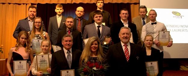 Godināti Burtnieku novada labākie sportisti un viņu treneri