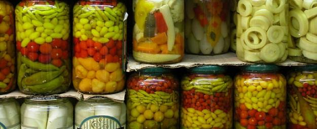 Svētes pagastā nozog konservētu produkciju
