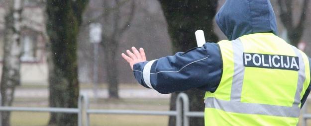 Policija Valmieras apkaimē pieķer vairākus dzērājšoferus