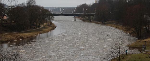 Gaujā pie Valmieras sāk iet ledus; plūdu risks zems