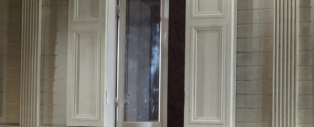 Kurzemes reģionā divus gadus vecs bērns izkrīt pa logu