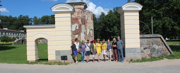 """Desmit mākslinieki Valmieru iemūžina plenērā """"Pilsēta cilvēkā"""""""