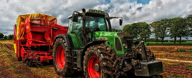 """""""Latraps"""" Malnavas koledžas studentu rīcībā nodos lauksaimniecības tehniku"""