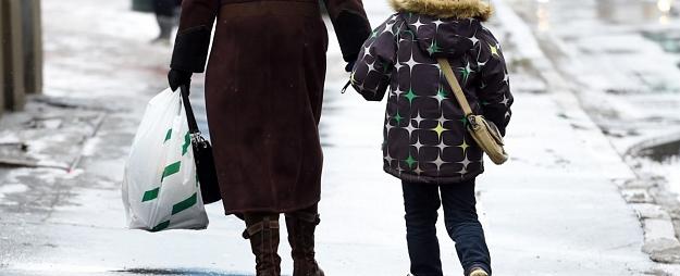 Tuvākajā diennaktī visā Latvijā pamatīgi līs, vietām kopā ar sniegu un stipru vēju