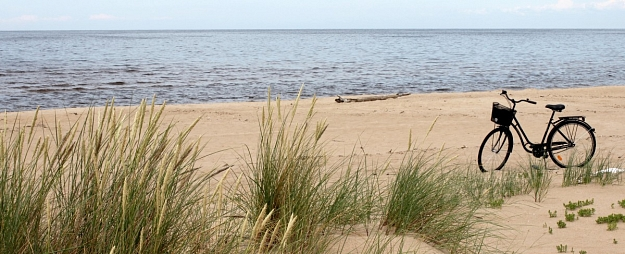 Lieciniece tikai pēc diennakts policijai ziņo par vīrieša iespējamo uzmākšanos bērnam Saulkrastu pludmalē