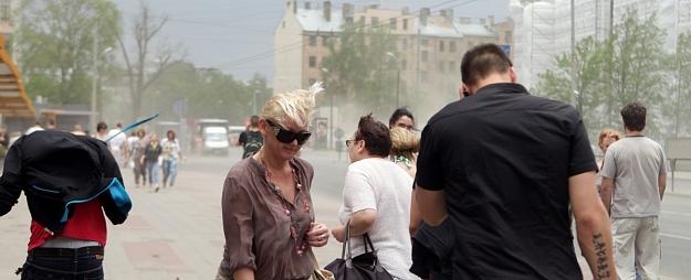 Tuvākajās dienās Latvijā pūtīs brāzmains vējš
