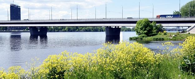 Rīgā sāks Salu tilta pārbūves otro kārtu; autovadītājiem jārēķinās ar ierobežojumiem