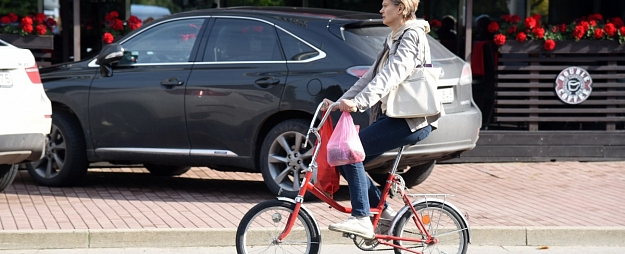 Ceļu satiksmes negadījumos cietuši pieci gājēji un astoņi velosipēdisti